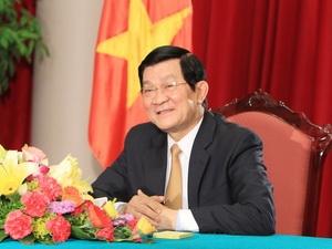 Chủ tịch nước Trương Tấn Sang trả lời phỏng vấn báo chí. Ảnh: TTXVN