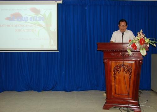 Đ/c Nguyễn Văn Sơn - Giám đốc Trung tâm phát biểu khai giảng