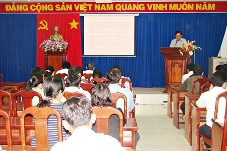 TTTTCTTG khai giảng lớp đảng viên mới
