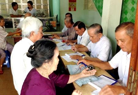 Hội Đông y tỉnh Tiền Giang khám bệnh cho bệnh nhân