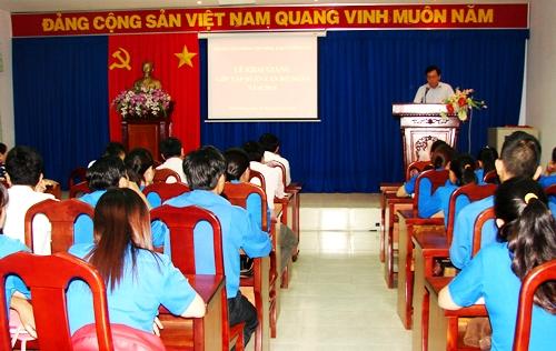Đồng chí Nguyễn Văn Sơn - Giám đốc Trung tâm TTCTTG phát biểu khai giảng