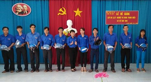 Cái Bè bế giảng lớp bồi dưỡng lý luận chính trị và nghiệp vụ cho cán bộ đoàn cơ sở