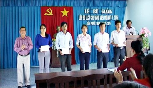 TTBDCT huyện Tân Phước bế giảng lớp lý luận chính trị dành cho đảng viên mới