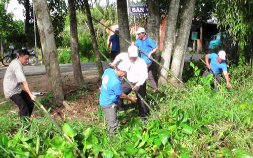 Ra quân vệ sinh môi trường tại huyện Cai Lậy