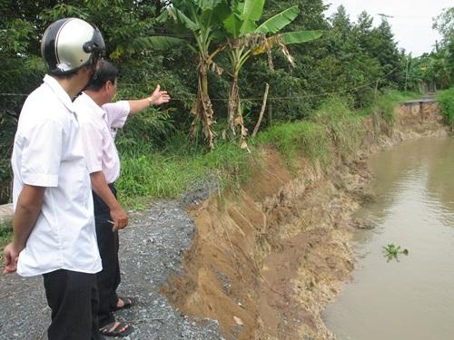 Điểm sạt lở nghiêm trọng trên tuyến lộ tây sông Ba Rày, ấp Xuân Quang, xã Hội Xuân, huyện Cai Lậy