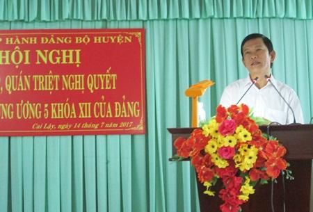 Ông Bùi Thái Sơn - Phó Bí thư Huyện ủy Cai Lậy triển khai nghị quyết