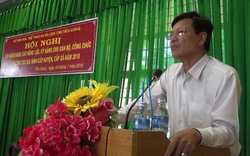 Ông Lê Văn Dũng - Phó Giám đốc Sở Văn hóa, Thể thao và Du lịch tỉnh Tiền Giang phát biểu khai giảng lớp tập huấn