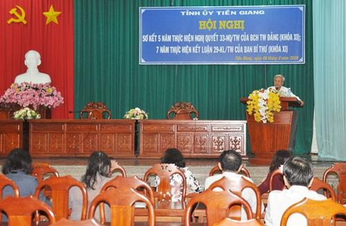Đồng chí Trần Long Thôn - Ủy viên Ban Thường vụ trực, Trưởng Ban Dân vận Tỉnh ủy phát biểu