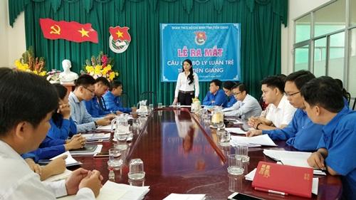 Đồng chí Nguyễn Thị Uyên Trang, Bí thư Tỉnh Đoàn phát biểu định hướng hoạt động câu lạc bộ