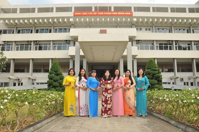 Cán bộ, công chức nữ Ban Tuyên giáo Tỉnh ủy