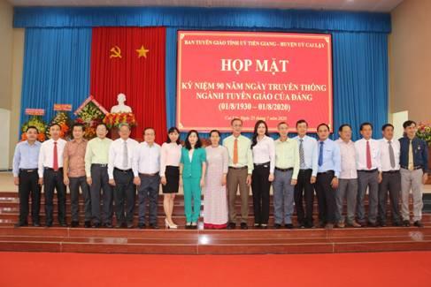 Lãnh đạo Ban Tuyên giáo Tỉnh ủy chụp ảnh lưu niệm cùng lãnh đạo tỉnh, lãnh đạo huyện Cai Lậy và lãnh đạo Ban Tuyên giáo các huyện.