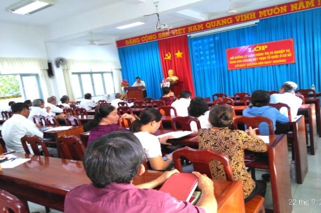Lớp bồi dưỡng lý luận chính trị và nghiệp vụ cán bộ Mặt trận Tổ quốc cơ sở.