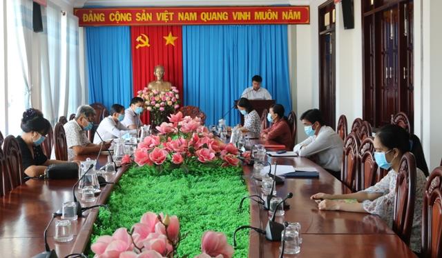 Buổi sinh hoạt ngày 3-2 của Chi bộ Văn phòng HĐND - UBND huyện.