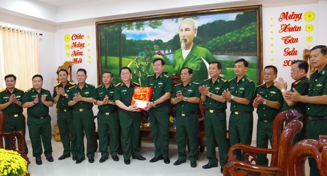 Thượng tướng Nguyễn Trọng Nghĩa, Bí thư Trung ương Đảng, Phó Chủ nhiệm Tổng Cục chính trị đến thăm, chúc tết Bộ đội Biên phòng