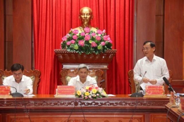 Phó Bí thư Tỉnh ủy, Chủ tịch UBND tỉnh Tiền Giang Nguyễn Văn Vĩnh báo cáo kết quả công tác phòng, chống dịch bệnh Covid-19 tại Tiền Giang.
